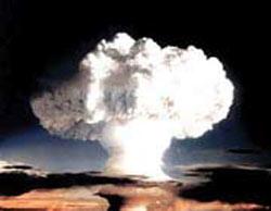 اولین بمب اتمی کجا آزمایش شد؟
