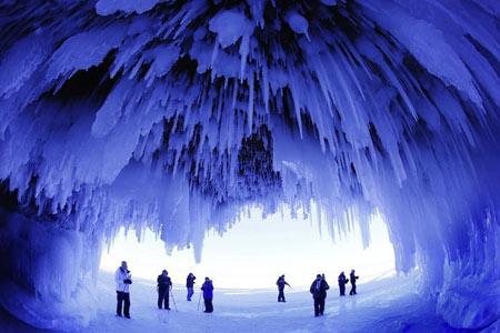 زیبایی های طبیعت با دریاچه یخ زده SUPERIOR