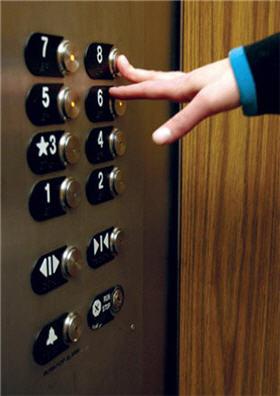 تجاوز به دختر در آسانسور