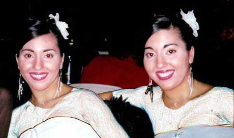 خواهران دوقلو با یک مرد ازدواج کردند