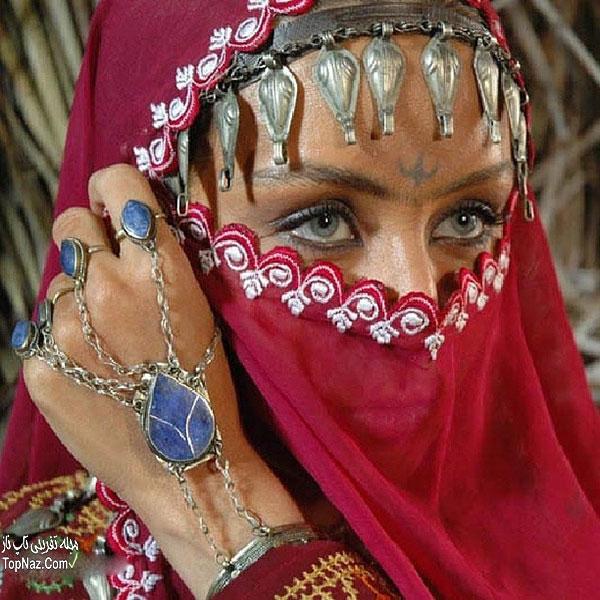 عکس حدیث فولادوند با لباس و آرایش محلی