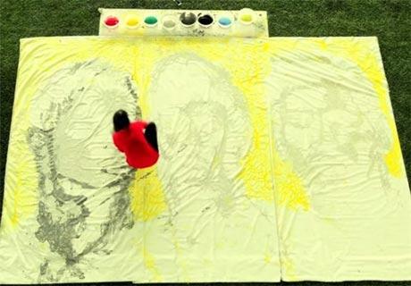 هنرنمایی دیدنی دختر با توپ فوتبال