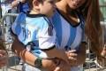 عکس همسر مسی و پسرش پس از بازی ایران
