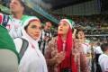 عکس نرگس محمدی و لیندا کیانی در ورزشگاه