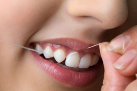آموزش استفاده از نخ دندان