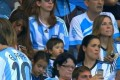 عکس همسر و فرزند لیونل مسی در ورزشگاه