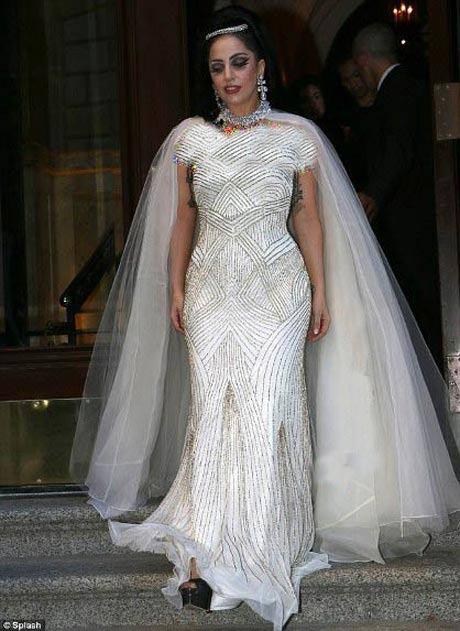 لباس عروس لیدی گاگا Lady gaga (1)