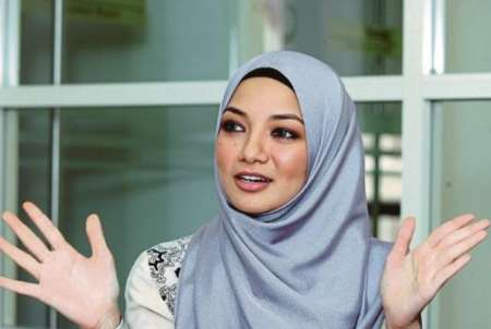 بازیگر زن مالزیایی محجبه شد +عکس