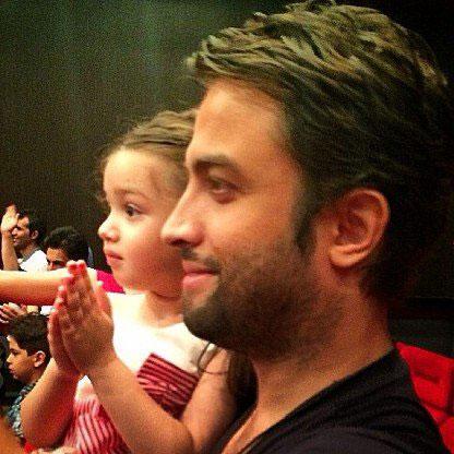 عکسی از بنیامین بهادری و دخترش بارانا