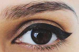 آرایش چشم گربه ای مخصوص روز و شب