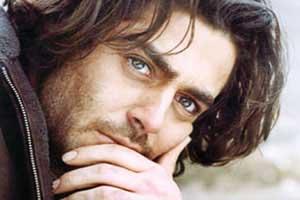 بازی محمدرضا گلزار در نقش روحانی