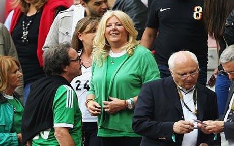 عکس همسر خوش پوش ترین سرمربی جام جهانی!