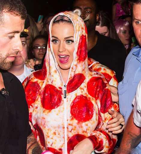 لباس عجیب کیتی پری در کنسرت فیلادلفیا