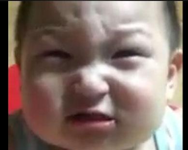 کلیپ خنده دار خندیدن و گریه کردن همزمان نوزاد تپل و ناز
