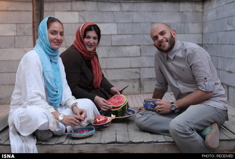 مهناز افشار در حال خوردن هندوانه سر صحنه فیلم