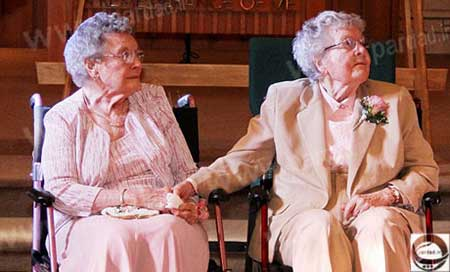 ازدواج دو پیرزن همجنس گرای 90 ساله