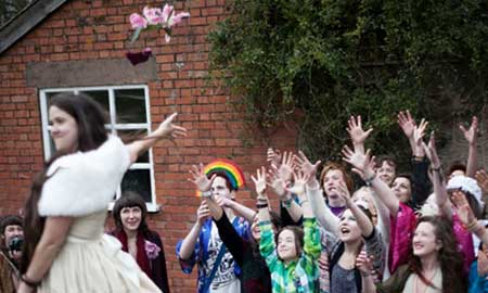 زن انگلیسی در اقدامی عجیب با خودش ازدواج کرد!