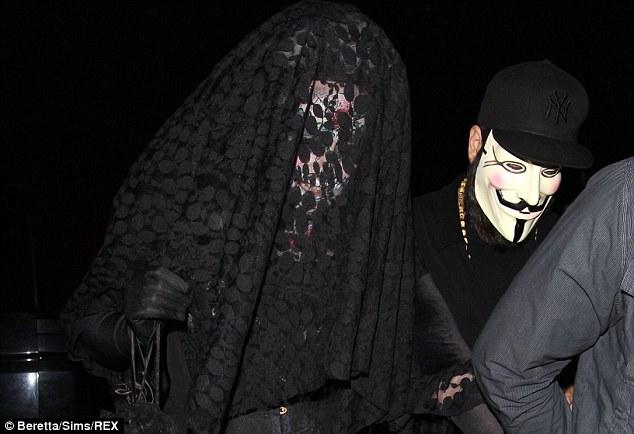 عکس ادل با لباس عجیبش در هالووین