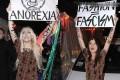 برهنه شدن زنان در اعتراض به استفاده از مانکن لاغر!! +عکس