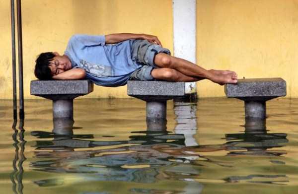 عکس های خنده دار خوابیدن عجیب افراد