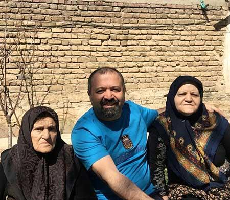 علی صالحی و مادر و مادر بزرگش