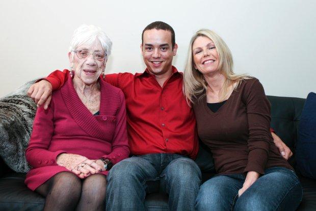 رابطه عاشقانه و گرم پیرزن 80 ساله با پسر 31 ساله