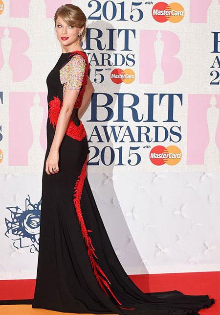 مدل های لباس هنرمندان هالیوودی در مراسم Brit Awards 2015