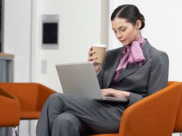 ضربدری نشستن باعث کمردرد و این مشکلات می شود!