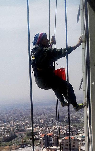 عکس دختر تهرانی که سخت ترین شغل را دارد