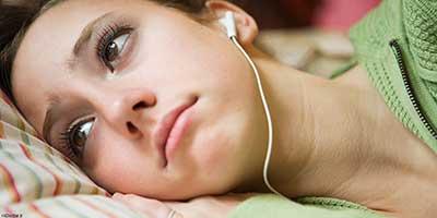 گوش دادن به یک موسیقی غم انگیز