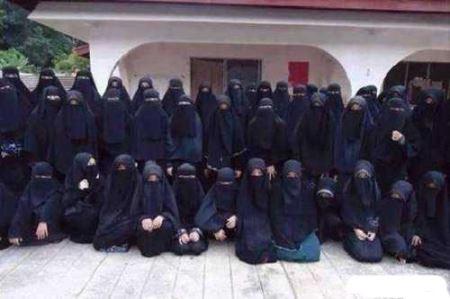 عکس های حرمسرای سرکرده داعش و تصاویر زنان زیبا!