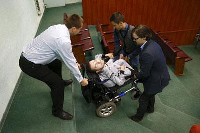مردی که می خواهد سرش را به بدنی دیگر پیوند بزند!