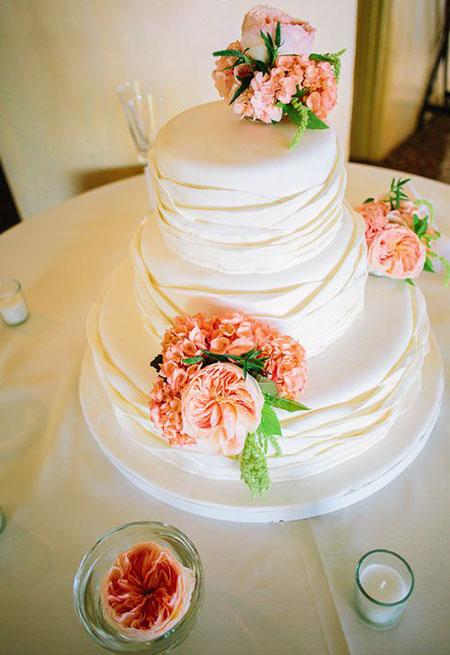 مدل کیک عروسی تزیین شده با گل طبیعی