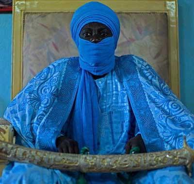 مرد سیاه پوستی که حدود 100 همسر دارد!