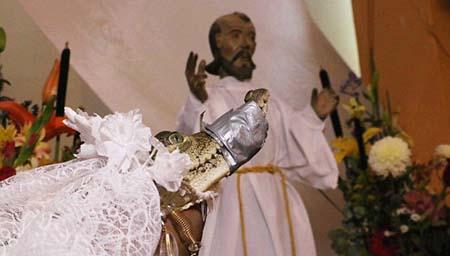 دختر مکزیکی با تمساح ازدواج کرد