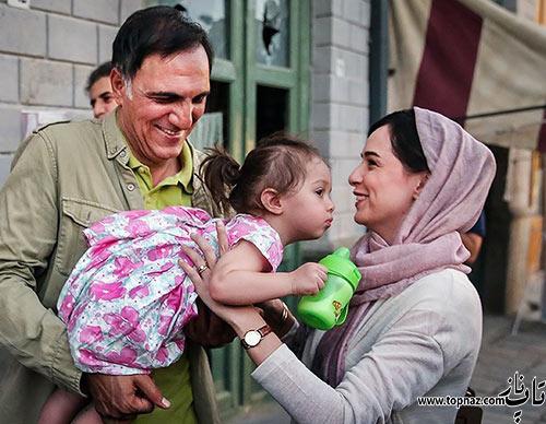 ترانه علیدوتی در کنار دختر و پدرش