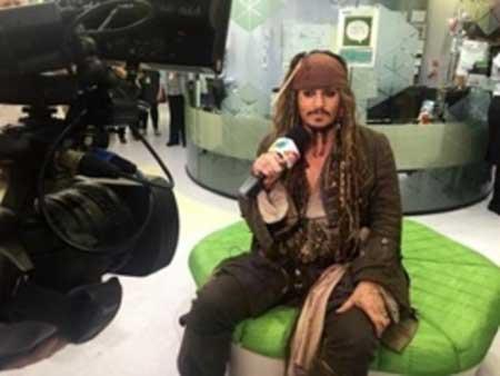 حرکت خیرخواهانه جانی دپ با لباس جک اسپارو در بیمارستان کودکان