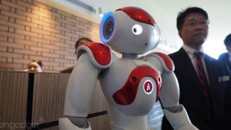 عکس های هتل جالب که کارکنان زن ربات دارد!