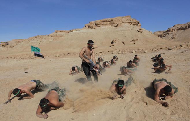 آموزش نیروهای داوطلب عراقی در صحرای نجف