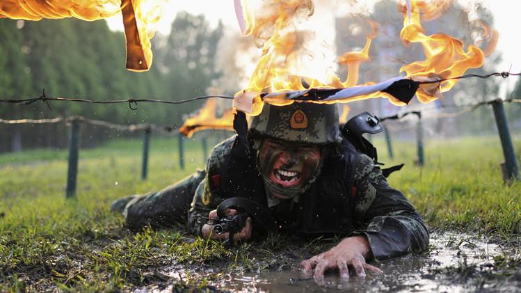 آموزش نیروها در یکی از پایگاه های نظامی در چین