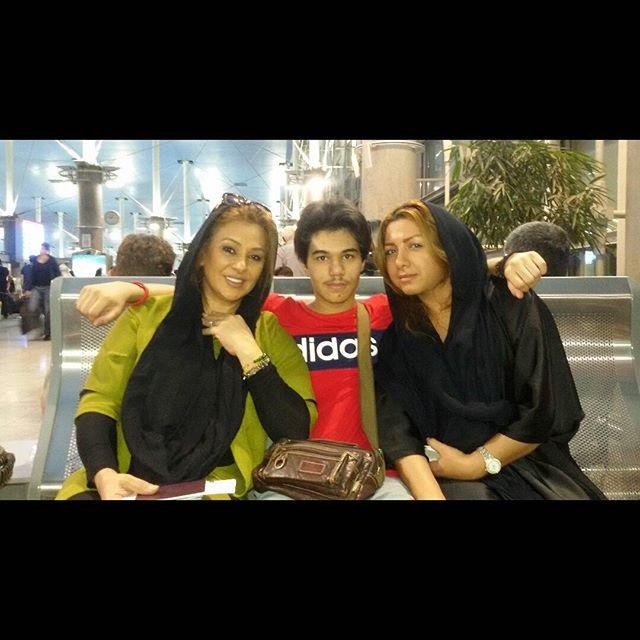 عکس نسرین مقانلو در کنار خواهر و پسرش