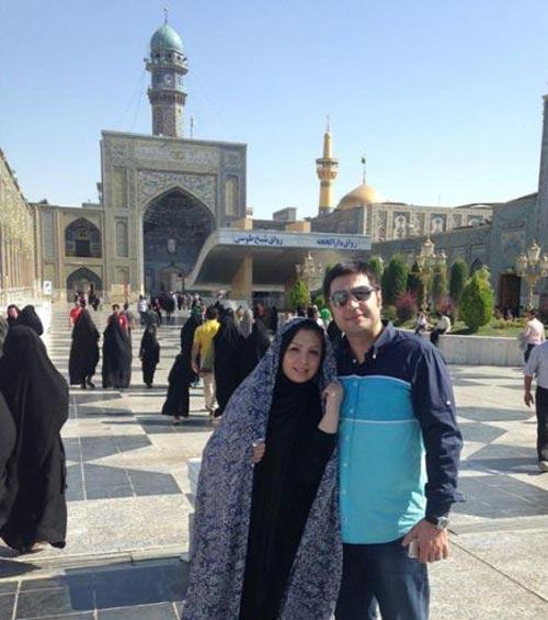 عکس نیوشا ضیغمی با چادر در کنار همسرش در حرم امام رضا (ع)