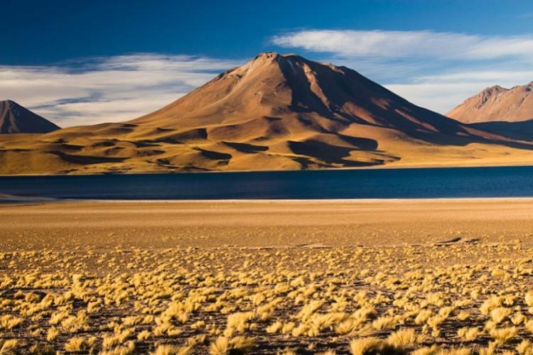 بیابان آتاکاما در شیلی و آرژانتین