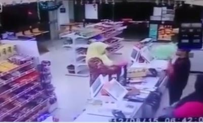 کلیپ روبرو شدن زن عرب با سارق شمشیر به دست