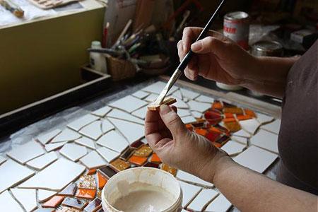 Photo of آموزش تصویری تزیین دیوار آشپزخانه با تکه های کاشی مرحله به مرحله