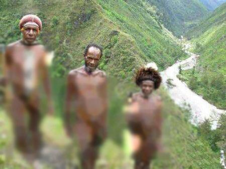 زن ها و مردان این قبیله عجیب همیشه لخت هستند!