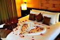 مدل تزیین تخت عروس با گل های زیبا