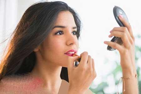 با آرایش کردن ورم و پف صورت را محو کنید