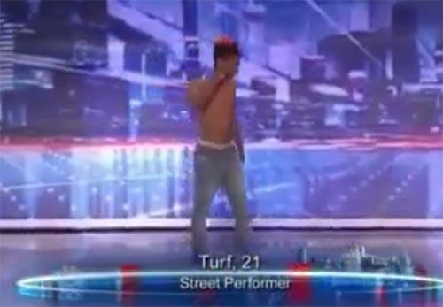 کلیپ رقص بامزه در مسابقه استعدادیابی