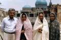 عکس دیده نشده نیکی کریمی و مریلا زارعی با چادر!